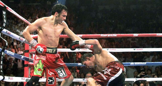 Sergio Martinez goes down awkwardly in the final round against Chavez