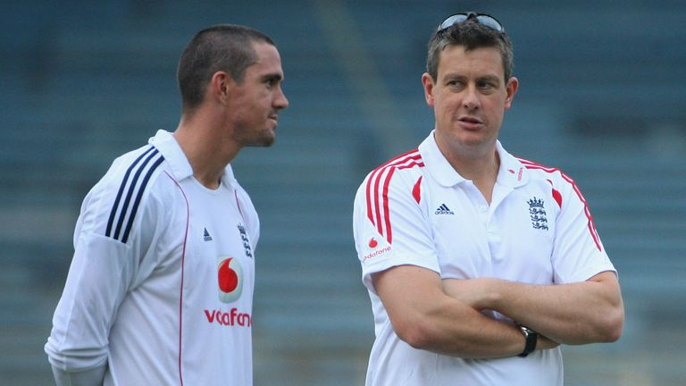 Ashley Giles with Kevin Pietersen, in 2008 on England's last tour of India