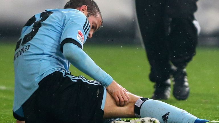 Rafael van der Vaart: Three-week absence for the Dutchman