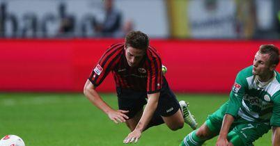 Bastian Oczipka: Takes a tumble