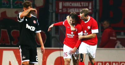 Andreas Ivanschitz: Celebrates scoring Mainz's second goal