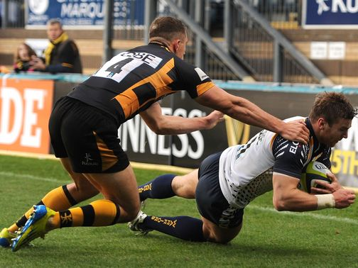 Andy Short crosses over for Worcester