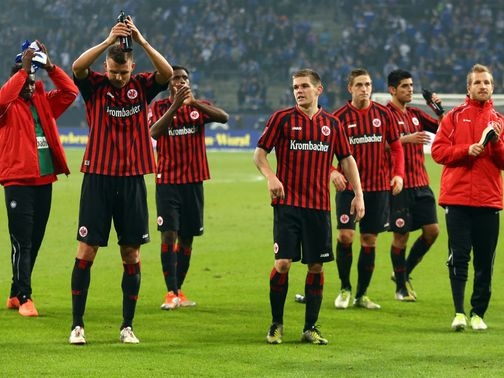 Frankfurt celebrate a point against Schalke