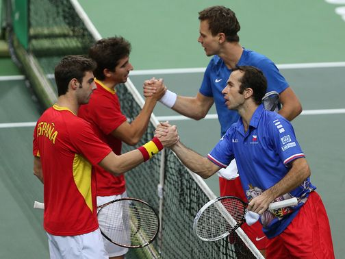 The Czechs (right) won Saturday&#39;s doubles rubber