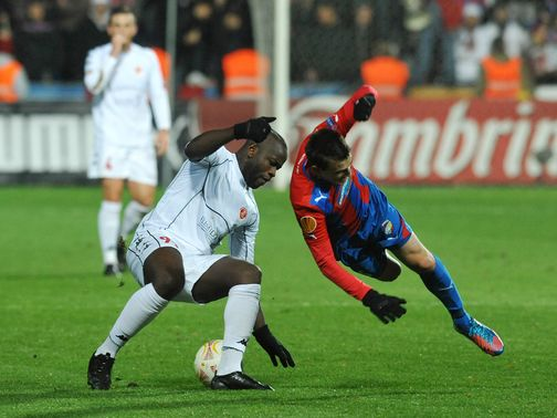 Toto Tamuz and Vladimir Darida battle for the ball