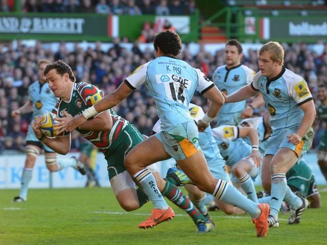 Matt Smith claims a try for Leicester