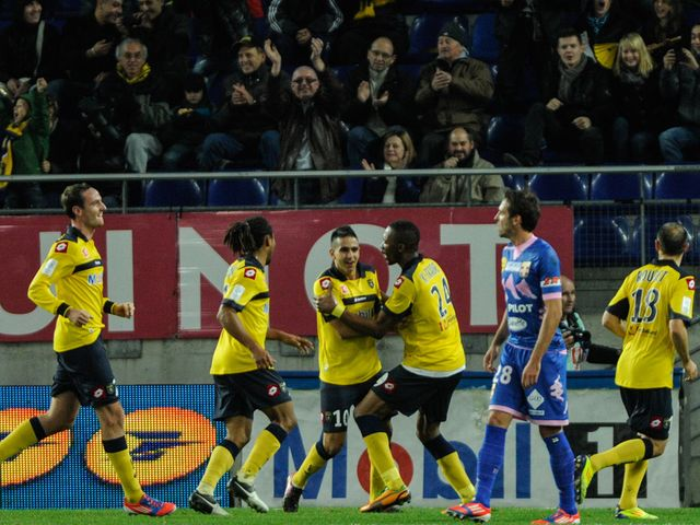 Sochaux celebrate against Evian