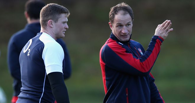 Mike Catt gives instructions to Chris Ashton during training