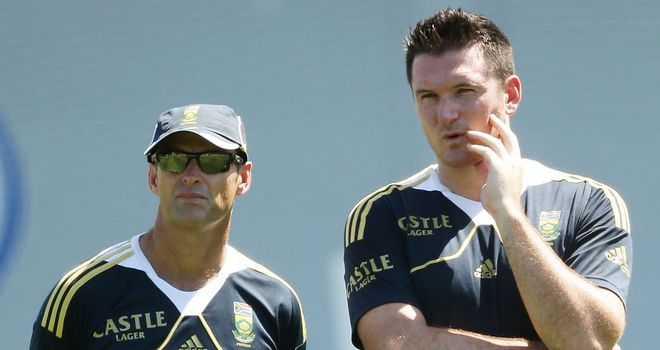 Gary Kirsten (left) with South Africa captain Graeme Smith