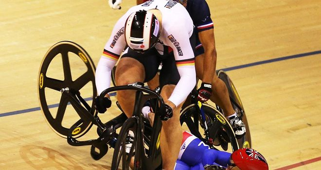 Kenny crashes out of the men's keirin final