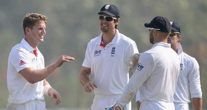 Stuart Meaker took two wickets in the morning, those of Amit Mishra and Jayant Yadav.