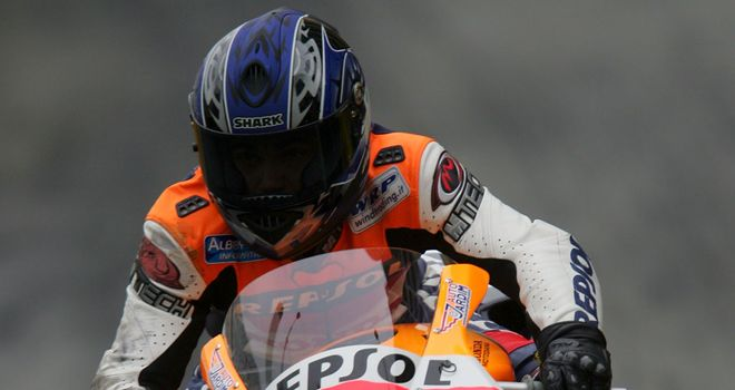 Luis Carreira riding for Repsol Honda at Macau in 2006 - picture courtesy of Patching/Sutton