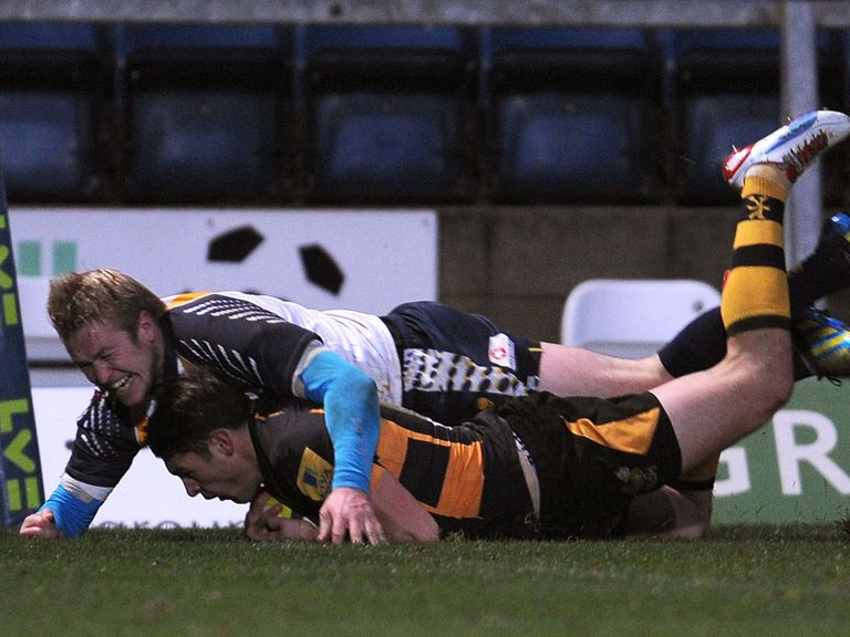 Charlie Davies dives over for a Wasps try