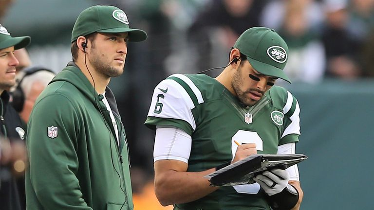Tim Tebow and Mark Sanchez (l-r): New York Jets duo on clipboard duty in week 16
