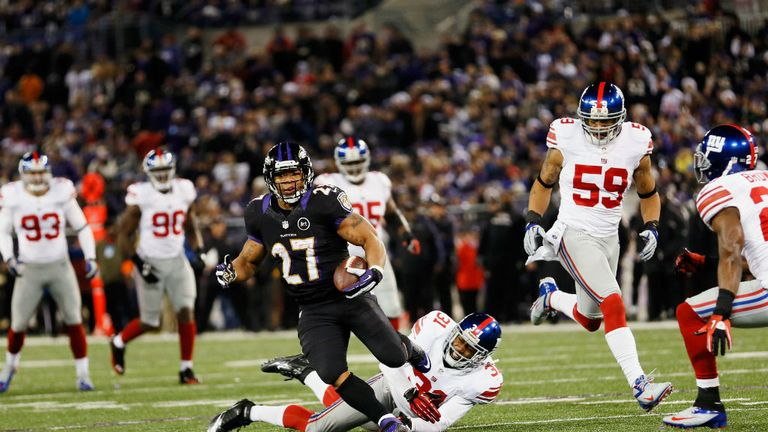Ray Rice evades the New York Giants defence