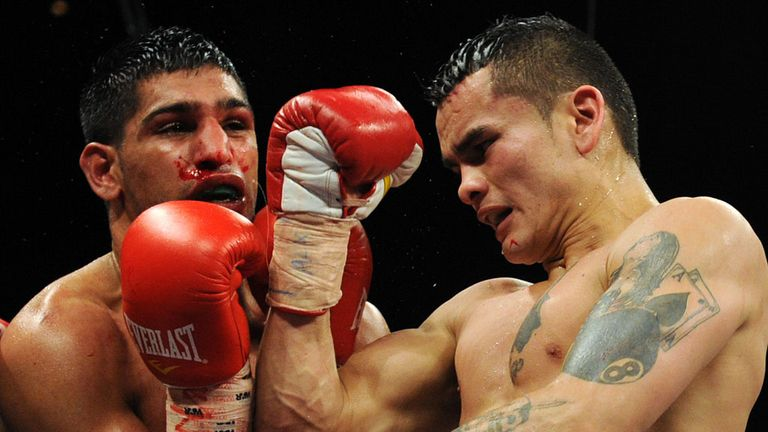 Marcos Maidana (R) lost a war with Amir Khan in 2010