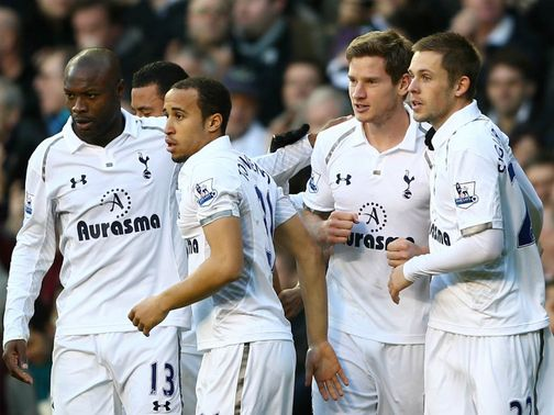 Tottenham celebrate Jan Vertonghen's winner against Swansea.