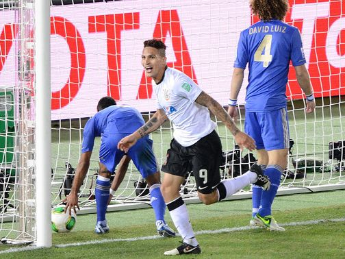 Paulo Guerrero pounces to put Corinthians ahead