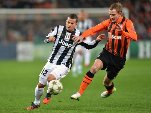 Sebastian Giovinco and Olexandr Kucher battle for the ball