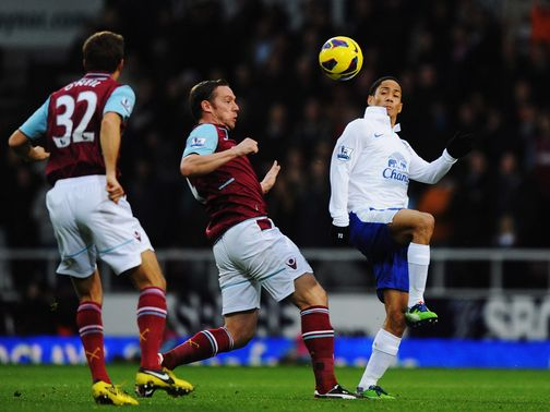 Kevin Nolan and Steven Pienaar challenge for the ball