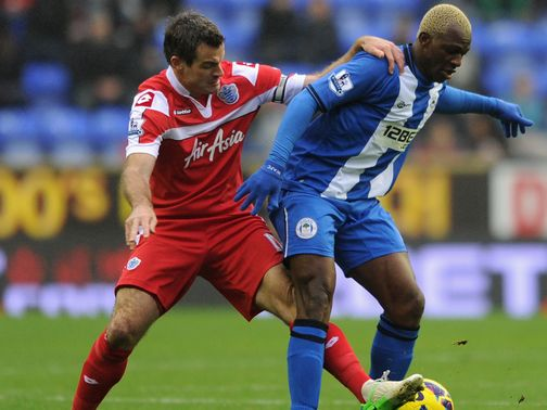 Arouna Kone holds off Ryan Nelsen
