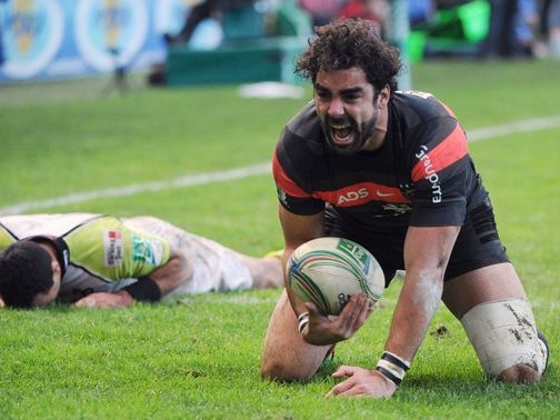 Yoann Huget celebrates his try