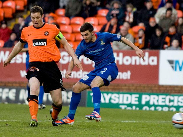 Daly and Graeme Shinnie battle for the ball