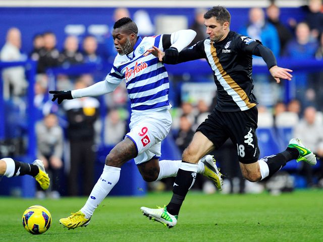 Djibril Cisse and Aaron Hughes battle for the ball