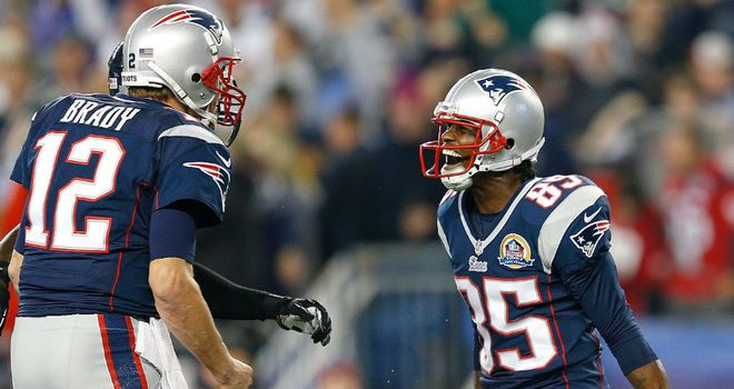 Brandon Lloyd celebrates with Tom Brady (l) after his first touchdown
