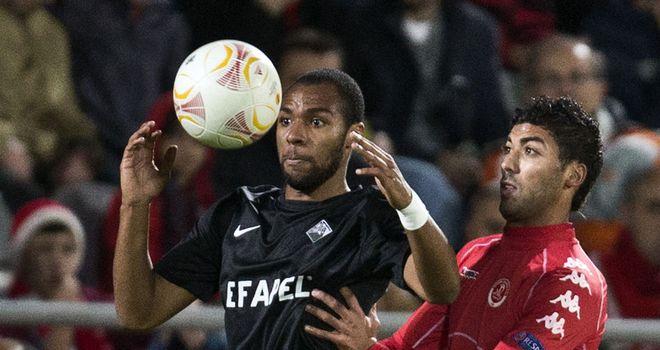 Wilson Eduardo holds off Iyad Khutaba