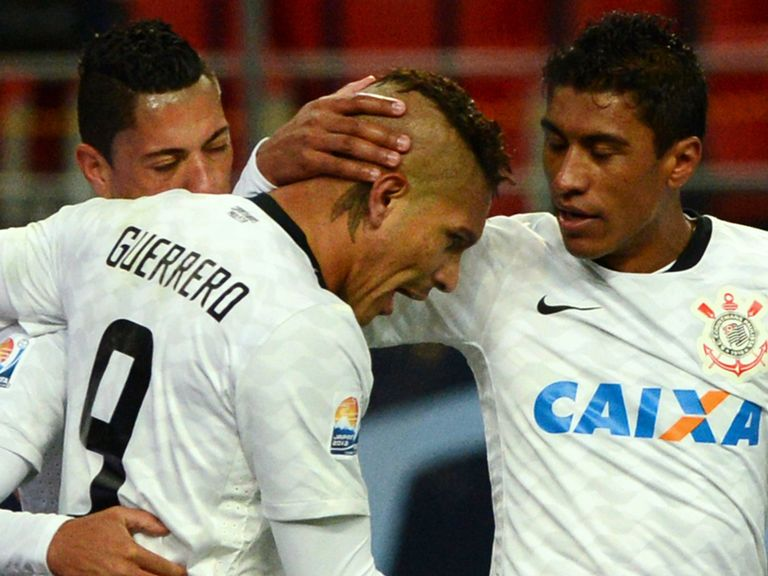 Paolo Guerrero celebrates his goal