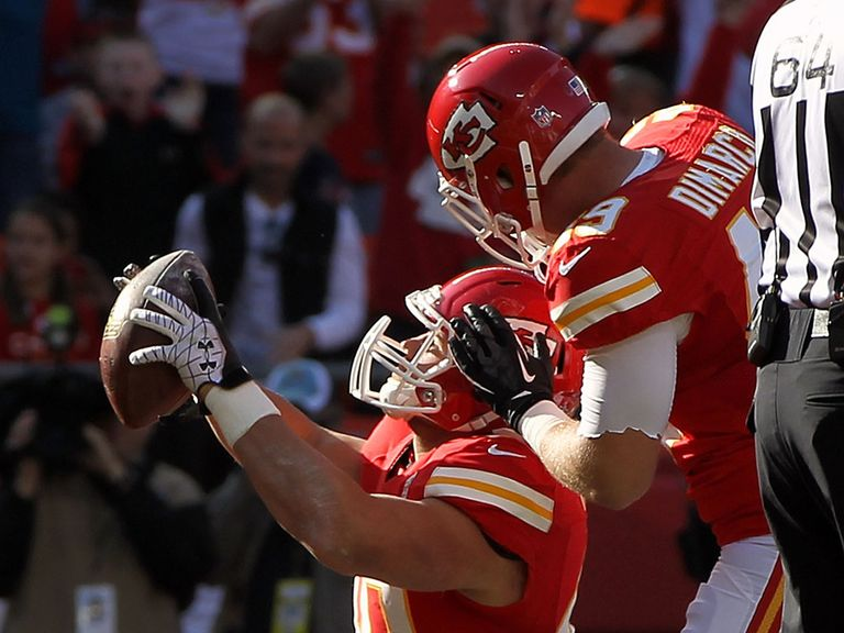 Chiefs' Peyton Hillis celebrates his TD