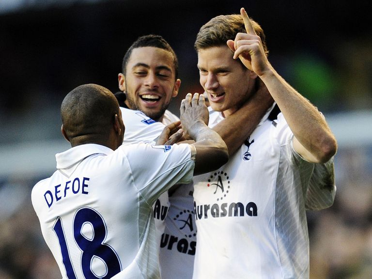 Spurs celebrate Vertonghen's winner against Swansea