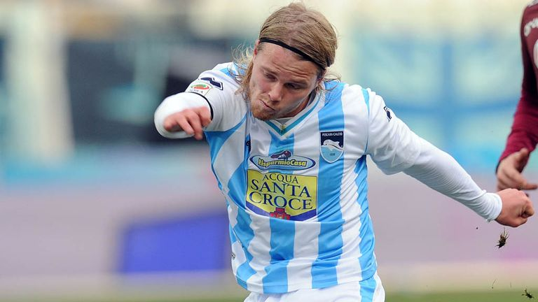 Birkir Bjarnason: Iceland international handed permanent Pescara deal