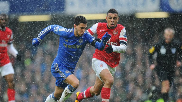 Eden Hazard gets away from Francis Coquelin