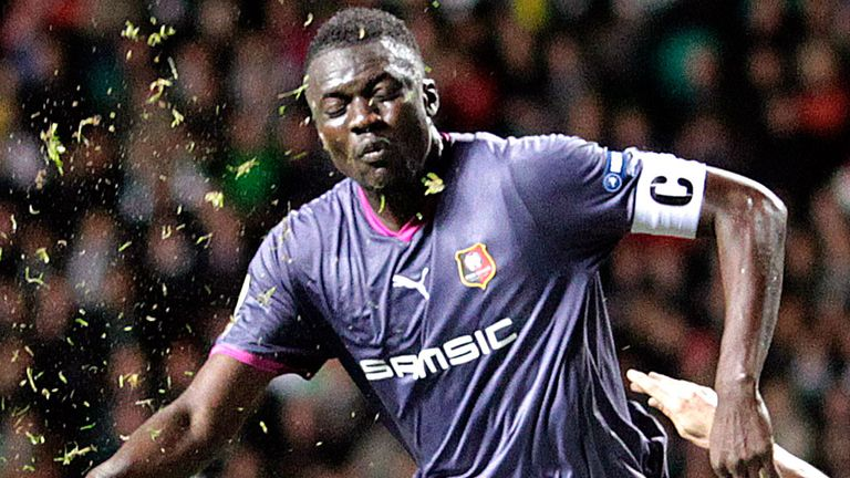 Kader Mangane: Sunderland loan agreed with the Senegal international