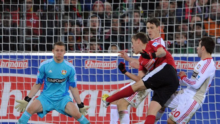Bernd Leno: Leverkusen keeper kept out Freiburg