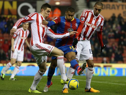 Easter tries to get between Cameron and N'Zonzi