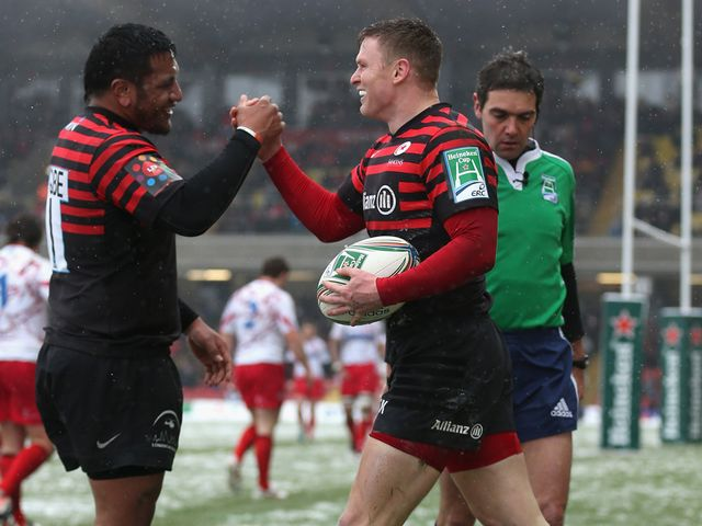 Chris Ashton (r) celebrates a Sarries try