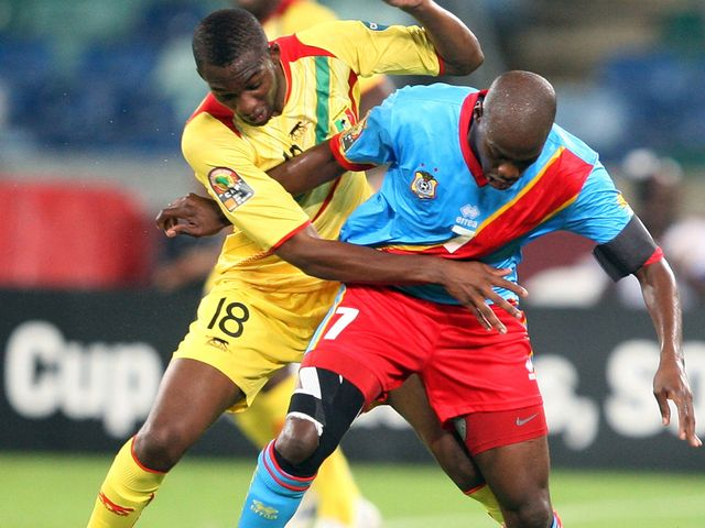 Samba Sow vies with Youssouf Mulumbu