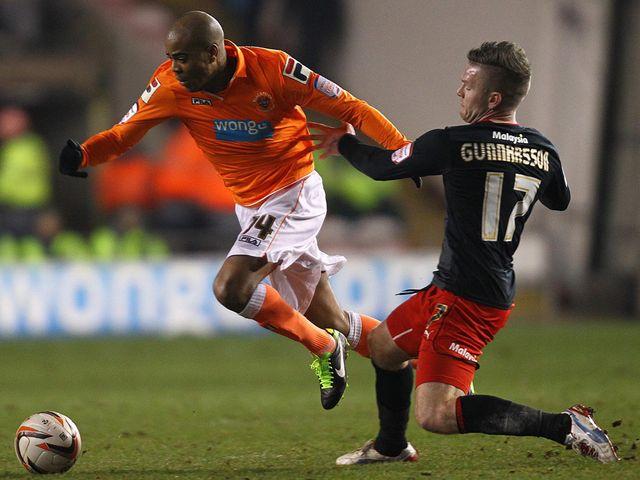 Ludovic Sylvestre slips past Aron Gunnarsson