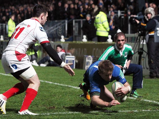 Luke Fitzgerald dives in for a Leinster try
