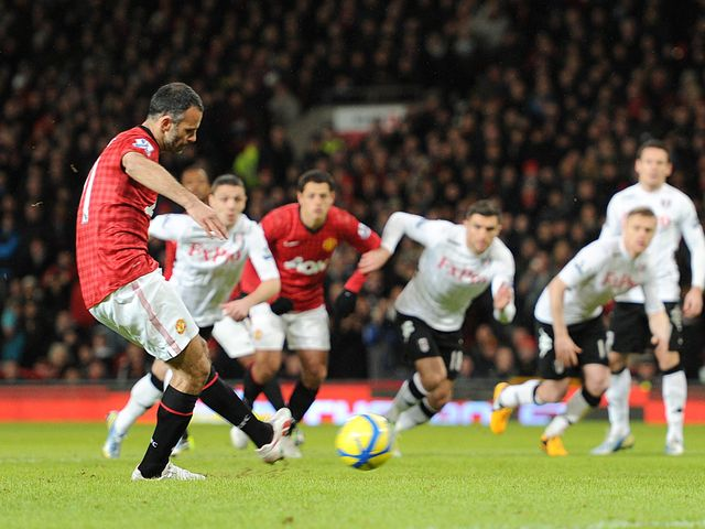 Ryan Giggs scores Manchester United's opening goal from the spot