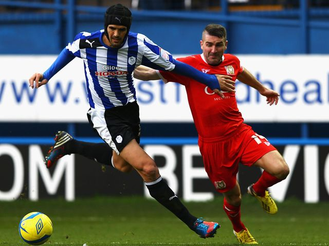 Ryan Lowe holds off Miguel Llera