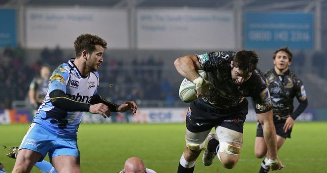 Johnnie Beattie of Montpellier on his way to scoring a try