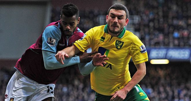Robert Snodgrass: Will not face FA charge after criticising referee Mark Clattenburg on Twitter