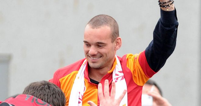 Wesley Sneijder: Arrived in Istanbul to a hero's welcome