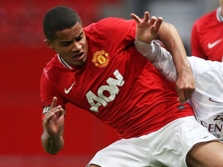 Zeki Fryers: Returns to England