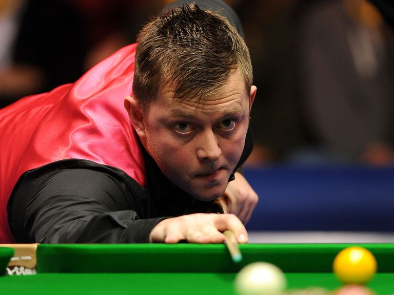 Mark Allen eased past Mark Davis 6-2