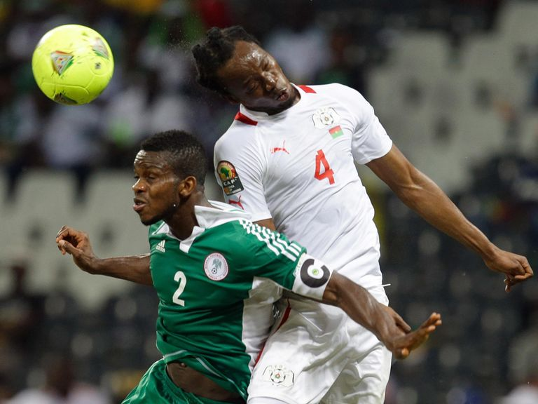 Joseph Yobo battles against Bakary Kone